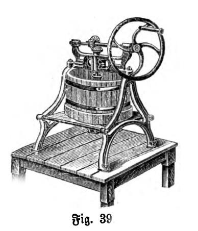Das Bild zeigt eine Maschine zum Durchführen von Fruchtmark, z.B. bei der Herstellung von Hagebuttenmarmelade oder Gelee